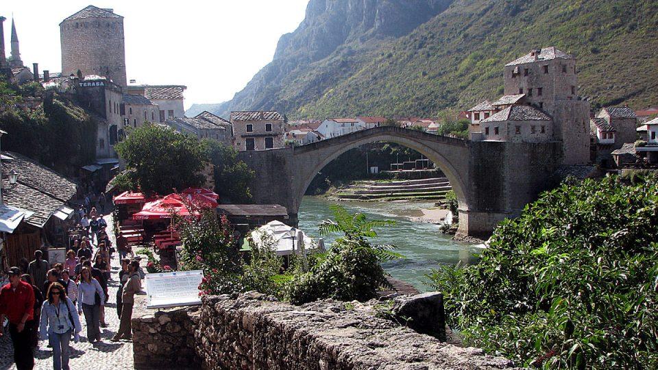 Slavný most v Mostaru už opět mohou obdivovat turisté