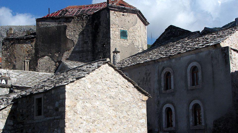 Historické budovy v centru Mostaru stále nesou známky války
