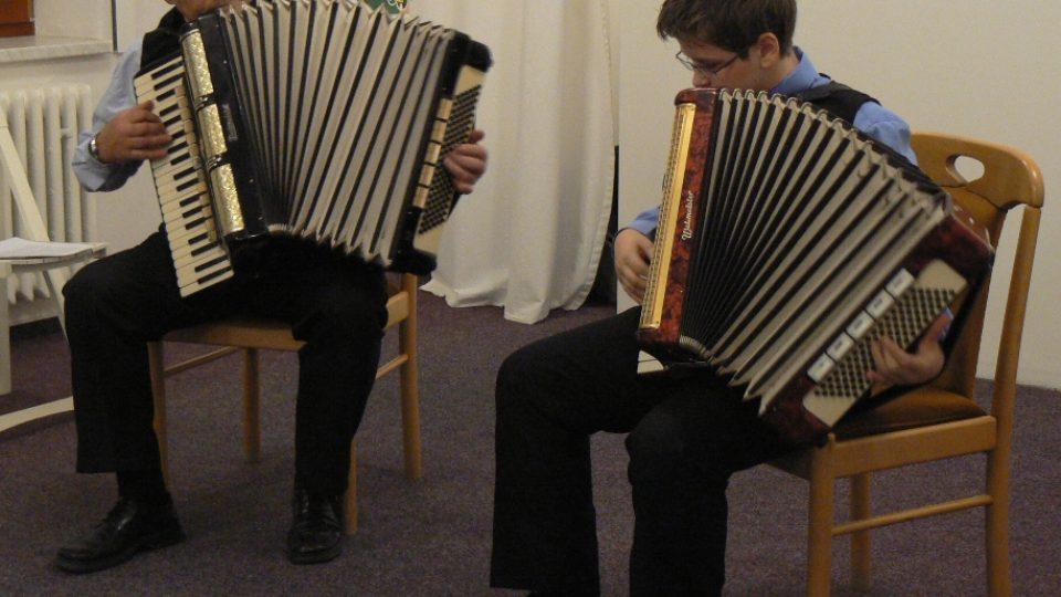 Harmonikářské duo Ježkových