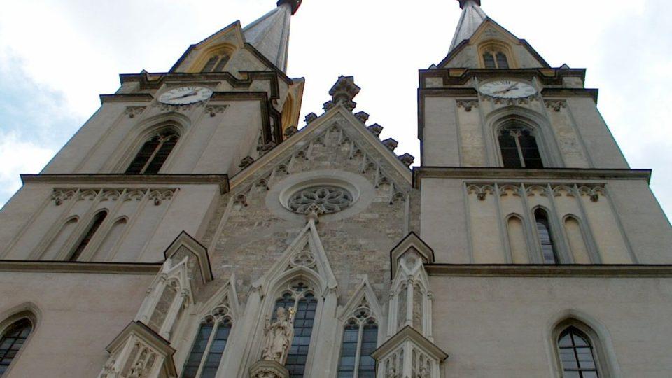 Chrámu při klášteře ve štýrském Admontu dominují dvě věže vysoké bezmála 76 metrů