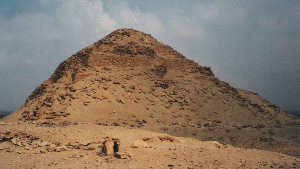 Abúsír - Neferirkarevova pyramida, kterou objevili čeští egyptologové