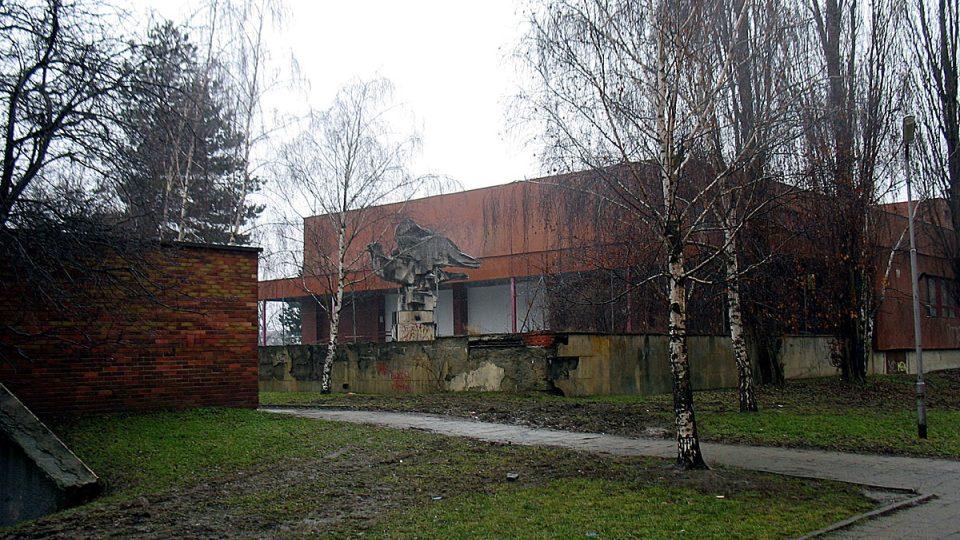 Bývalé sovětské kulturní středisko v Olomouci stále chátrá