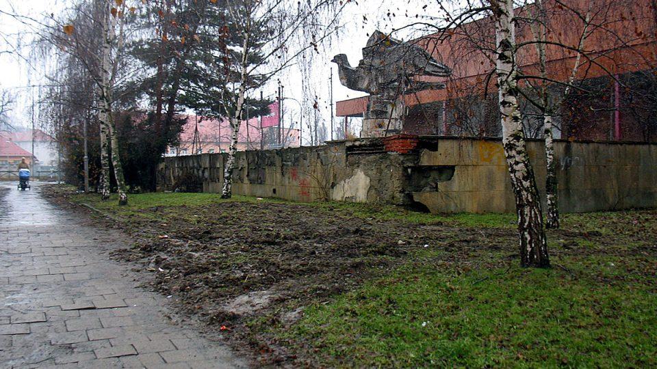 Holubici míru před sovětským kulturním střediskem v Olomouci se říkalo zelený pták