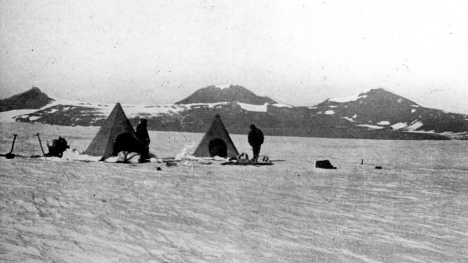 Britové na výpravě v roce 1908 vzdorovali drsným polárním podmínkám ve vybavení, které si dnes už ani neumíme představit