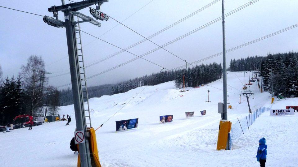 Svahy skiareálu Kouty nabízejí lehké i středně obtížné sjezdové tratě