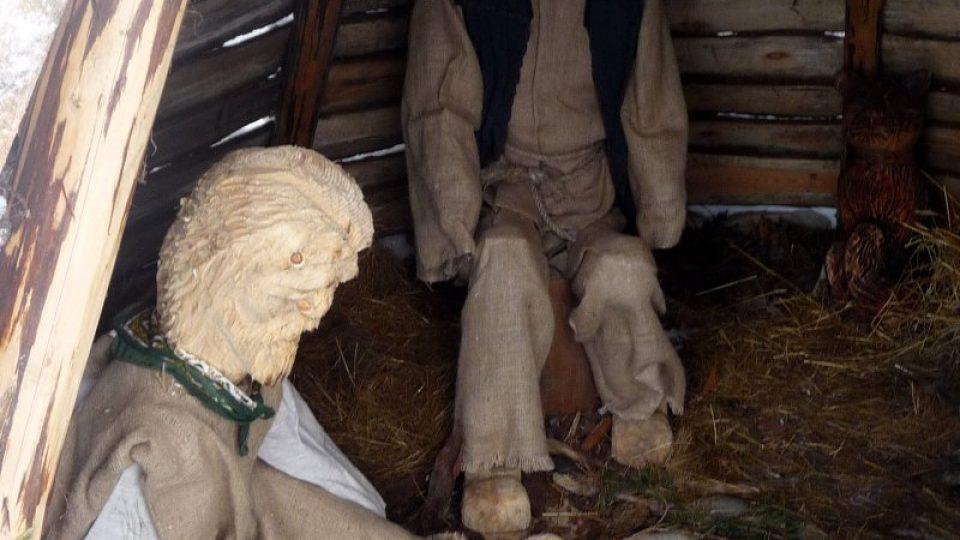 """Dřevění """"lelkující uhlíři"""" odkazují k lidové tradici regionu"""
