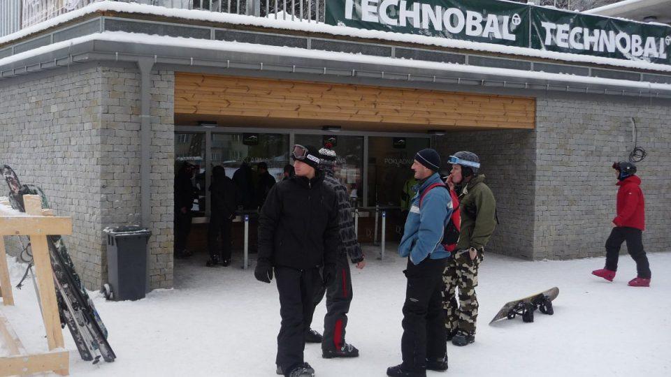 Na své si ve skiareálu Kouty přijdou nejen milovníci snowboardingu, ale také běžkaři, pro které jsou na hřebenech připraveny nové trasy