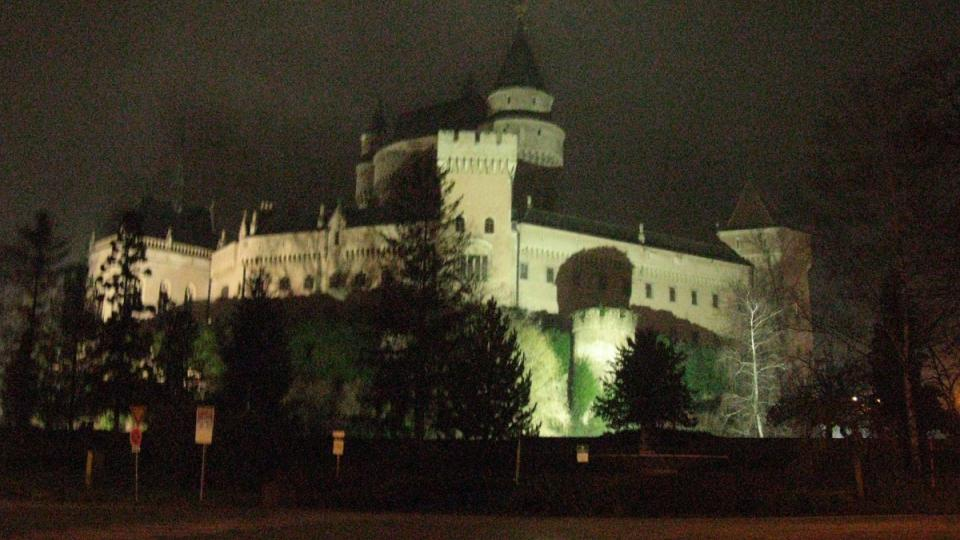Pohádková zámecká silueta nejznámějšího slovenského zámku zdobí nejen fotografie turistů, ale i známky a pohlednice