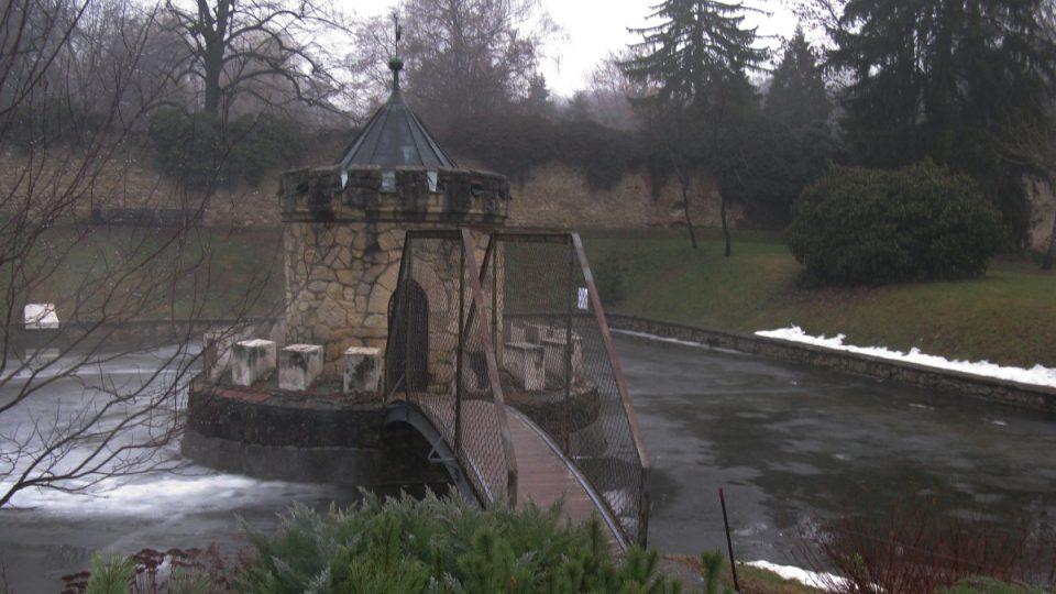 Zámecká zahrada, v níž se před více než 40 lety natáčela známá pohádka Šíleně smutná princezna