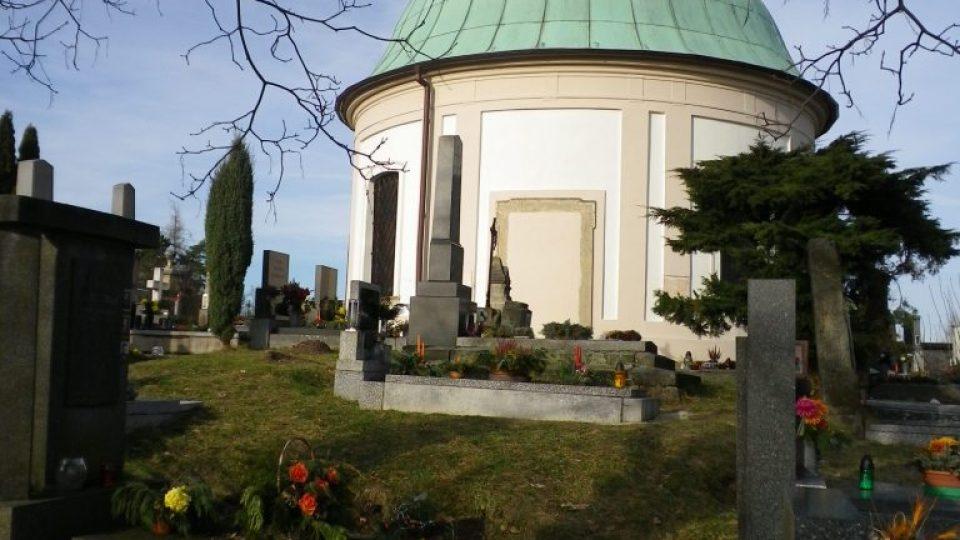 Kupole kapličky na bohdanečském hřbitově, která Gočára inspirovala pro stavbu vodojemu.