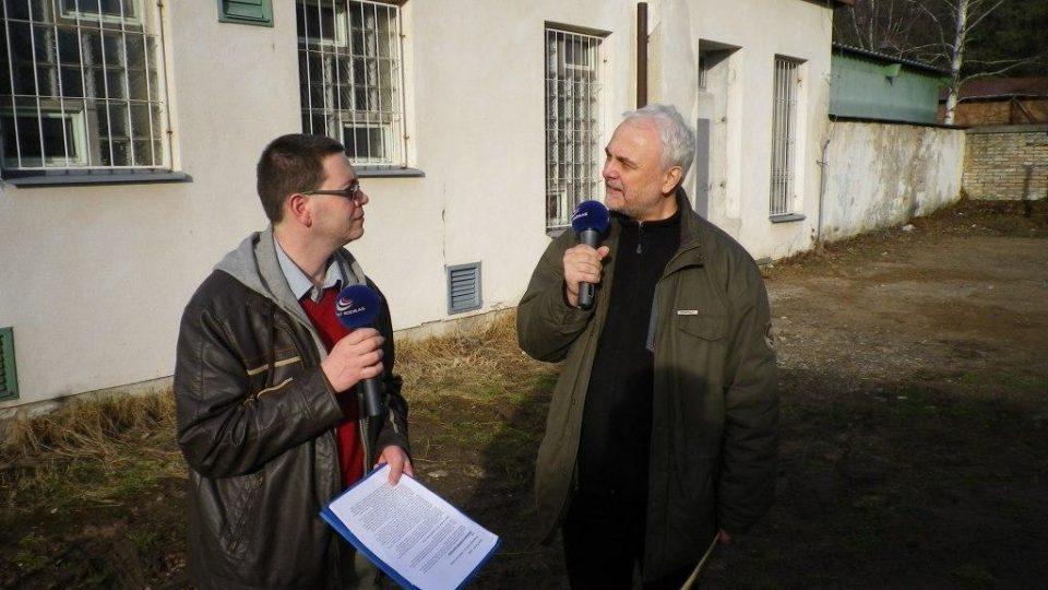 Vladimír Čech a Pavel Panoch natáčí u vodárny v Bohdanči
