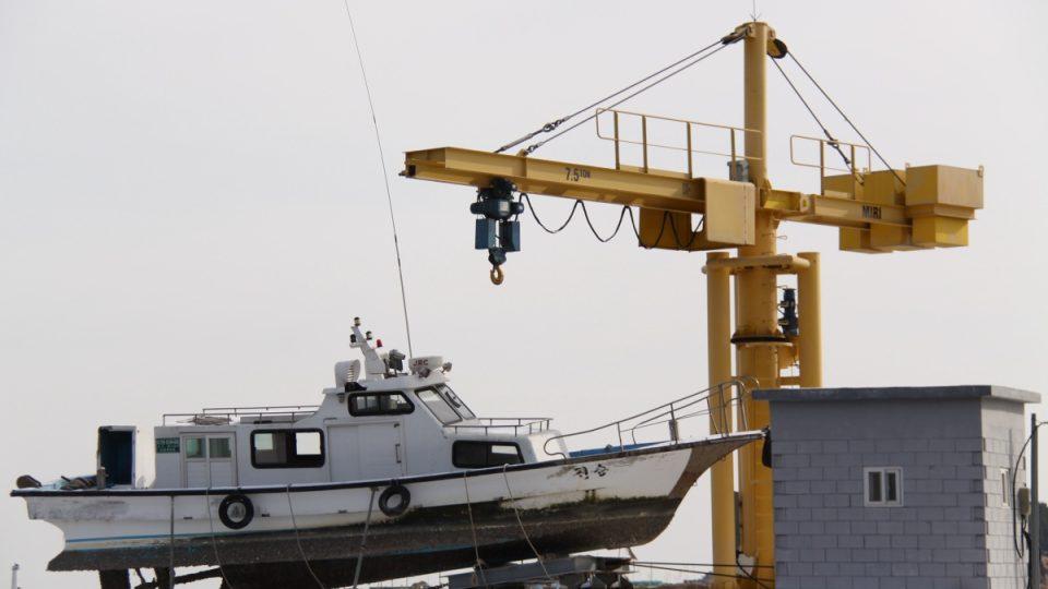 Obyvatelé ostrova Jonpchjong čekají na novou rybářskou sezónu s nadějí, že přinese oživení a zabrání dalším finančním ztrátám