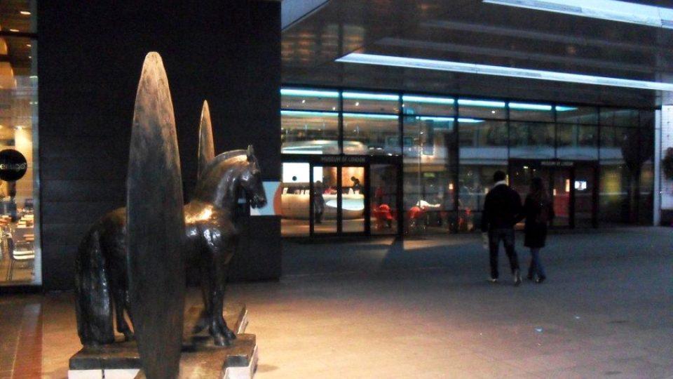Vstupní prostor před Londýnským muzeem, které po celé jarní pololetní prázdniny promítá film Lost in London Town