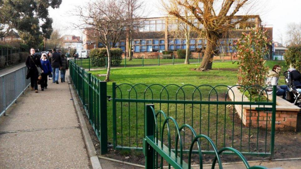 Základní škola Malorees v Londýně není na první pohled ničím výjimečná