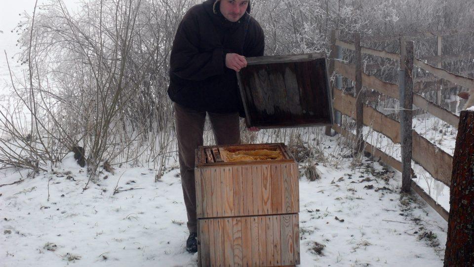 Daniel Havlík s vlastním úlem