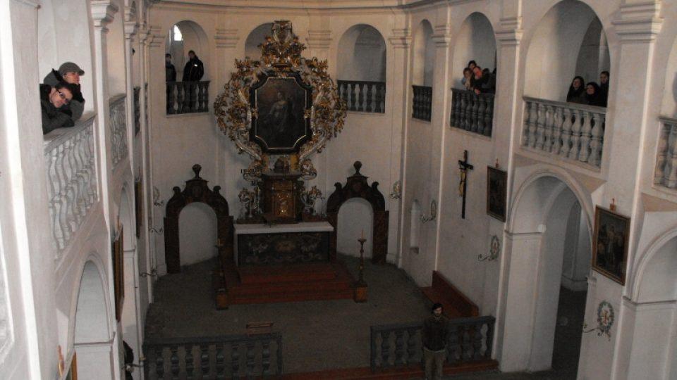 Hlavní loď kostela sv. Markéty v Podlažicích