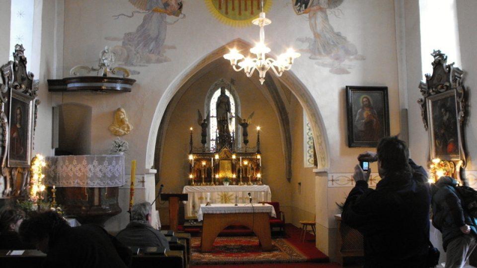 Řestoky - interiér kostela sv. Václava