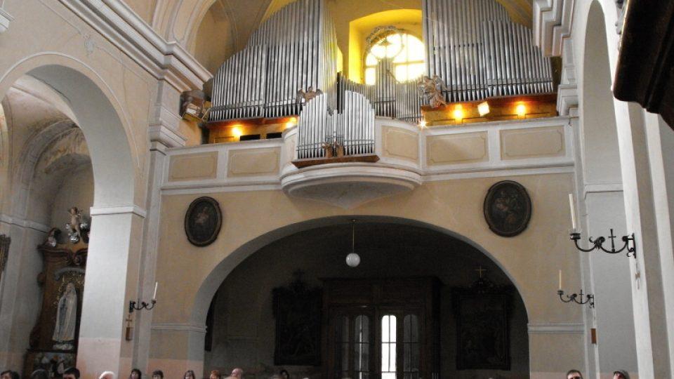 Varhany v kostele Nejsvětější trojice v Chrasti