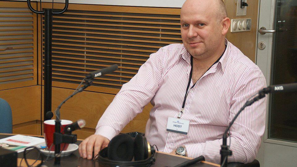 Vladimír Vojanec ve studiu Radiožurnálu