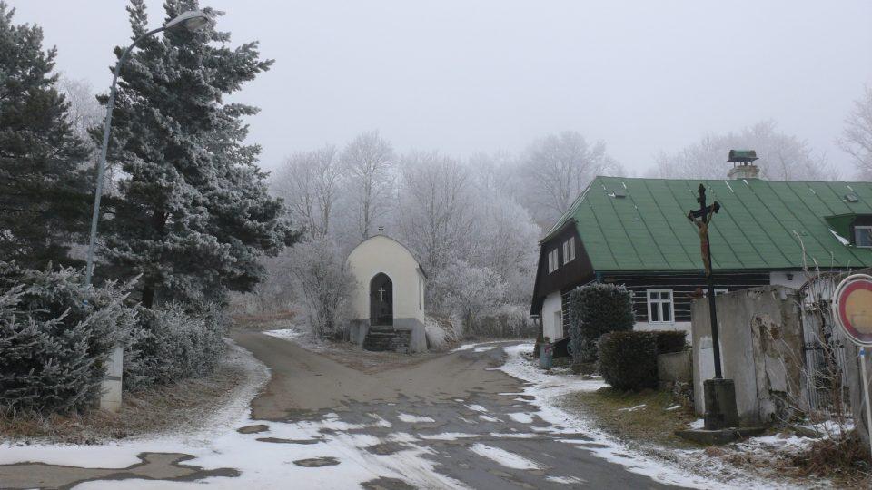 Cesta od kostela sv. Martina na Kohoutí kříž