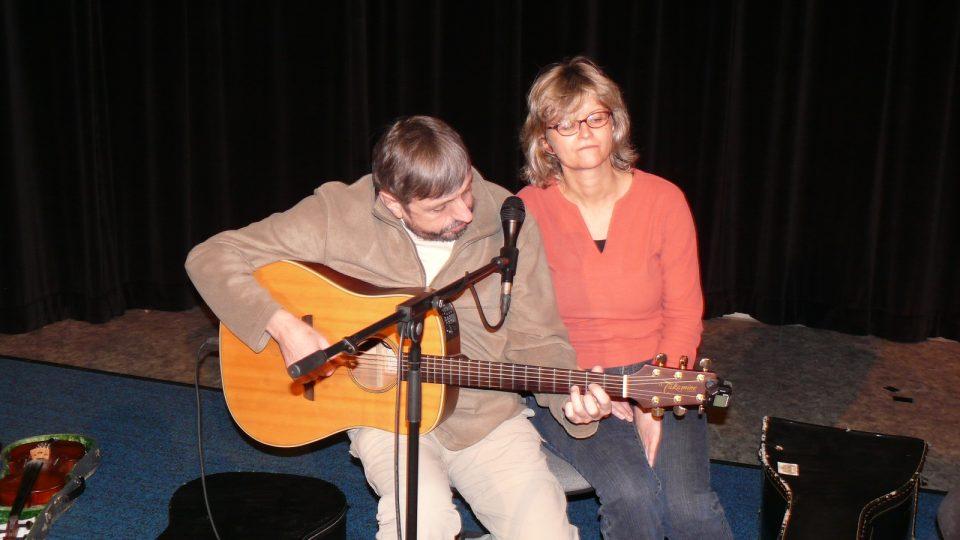 Písničkáři Janoušek a Vondrák zazpívali v budějovickém rozhlase