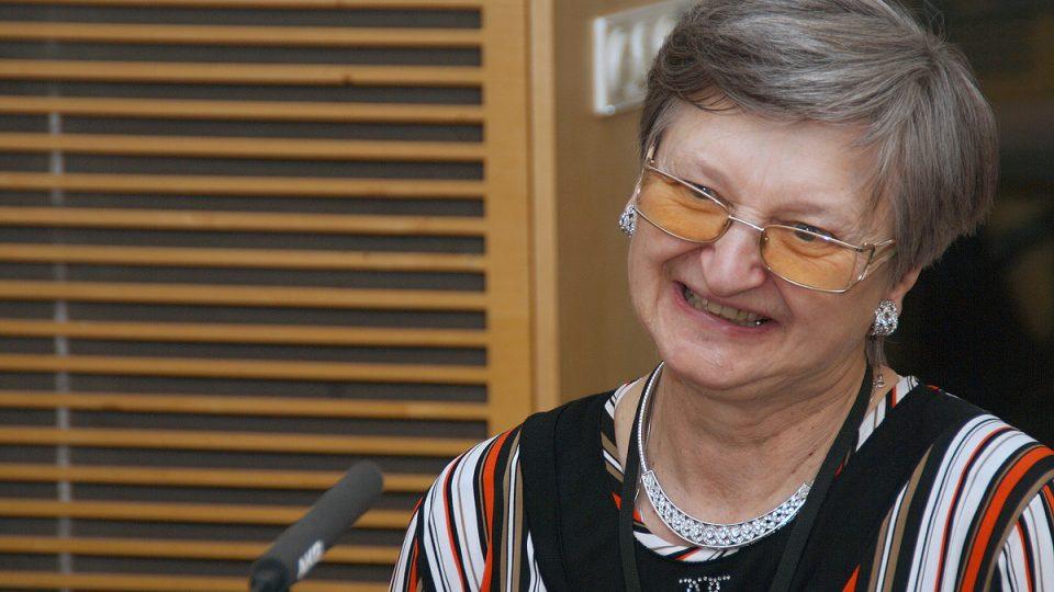 Marie Svatošová během rozhovoru ve studiu Radiožurnálu