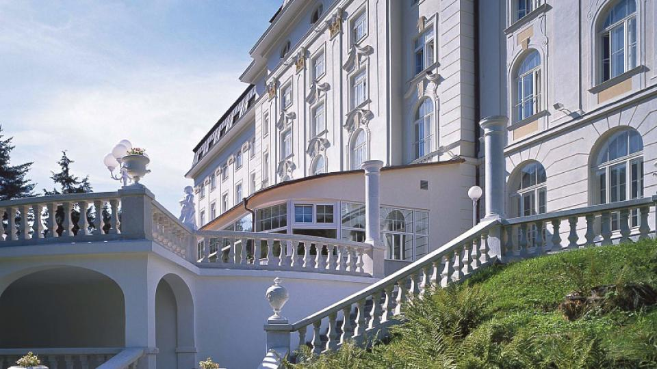 Začátkem roku 1995 prošel hotel Radium Palace rozsáhlou rekonstrukcí