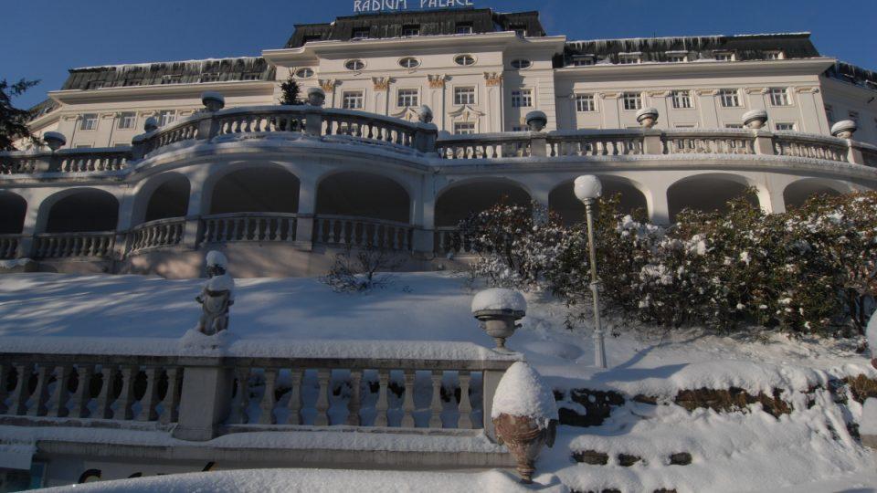 Hotel Radium Palace se ve své době mohl měřit s nejmodernějšími hotely na světě