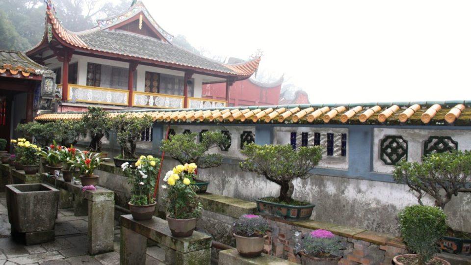 Mraky jako by odrážely zvuk zpěvů a modliteb buddhistických mnichů v klášteře Jung-čchüan až k nebesům