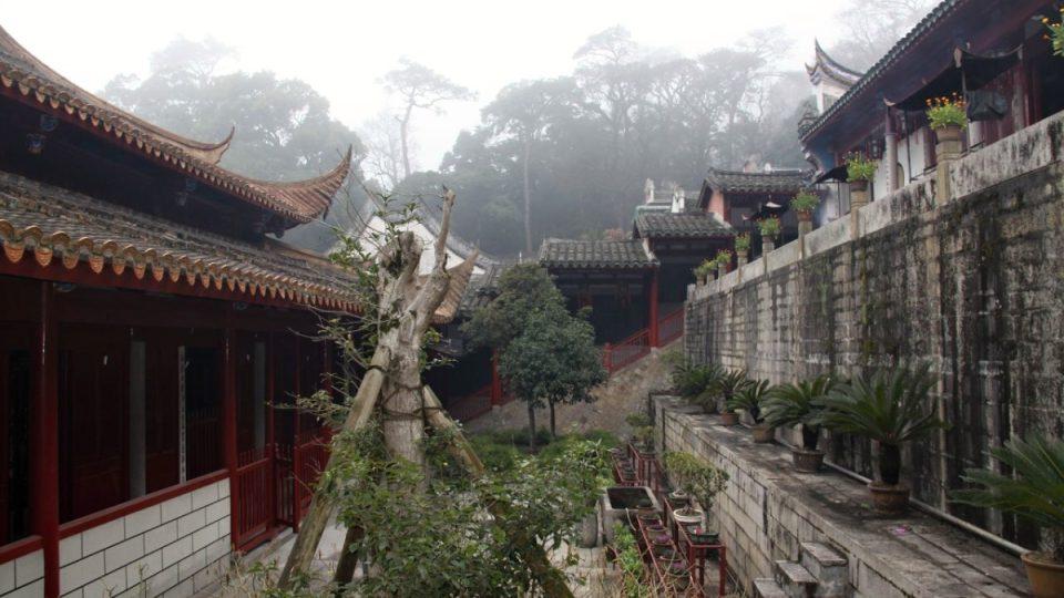 Život v klášteře Jung-čchüan plyne v tiché harmonii s okolní přírodou