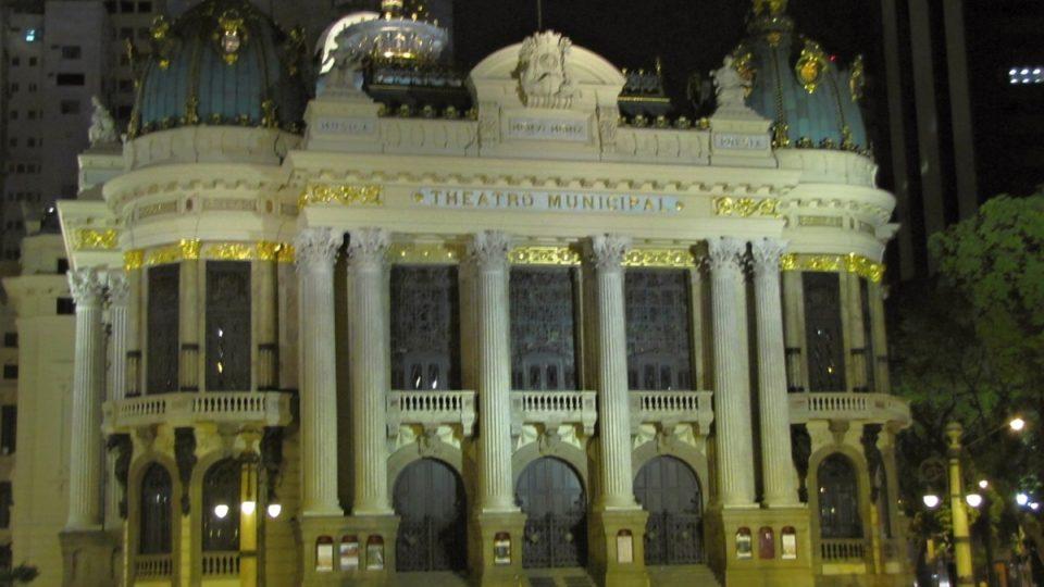 Lapě se říká Montmartre Ria de Janeira. I nedaleké Městské divadlo je inspirované Paříží, konkrétně tamní operou