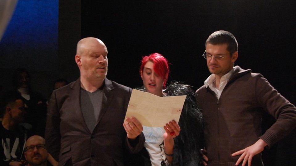 Centrum současné dramatiky předávalo Cenu Marka Ravenhilla, na foto M. R., M. Zelenková a D. Pařízek