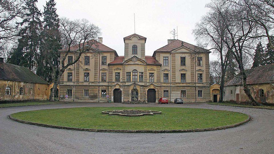 Zámek v Lázních Bělohrad byl původně tvrzí