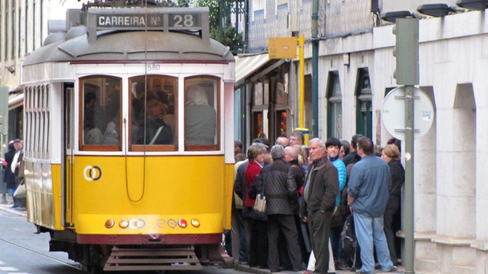 Lisabonské tramvaje využívají turisté i místní