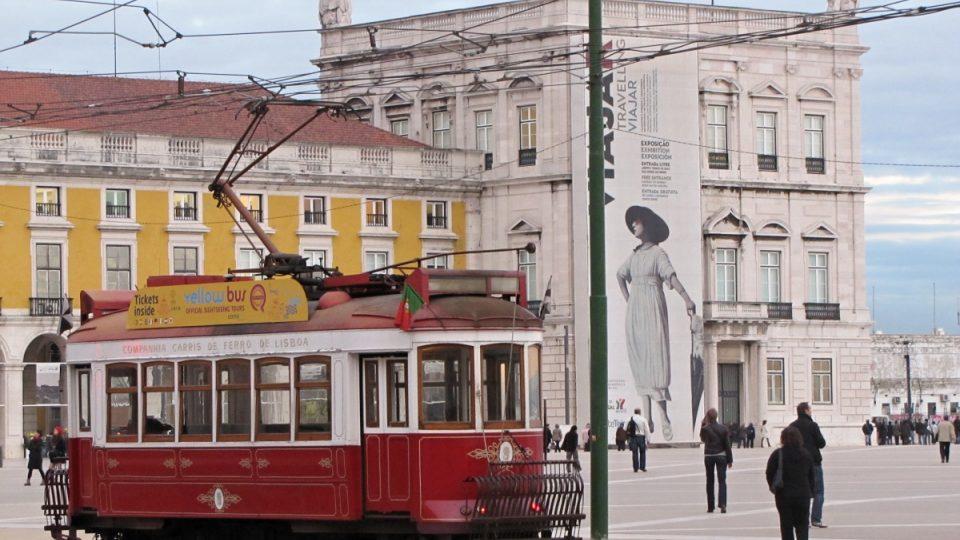 Současný typ tramvají, které jezdí v ulicích, je ze 60. let 20. století