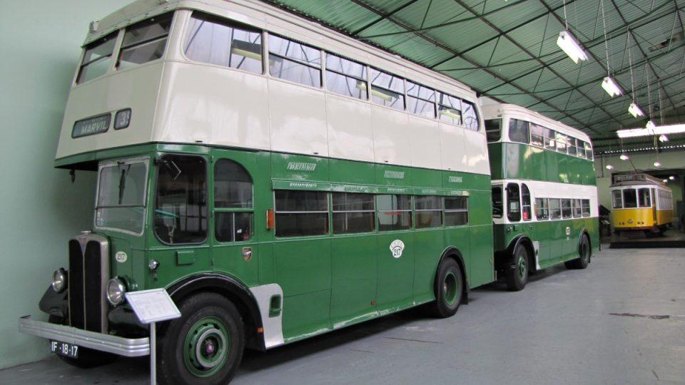 """Barvou ne, ale tvarem připomínají lisabonské historické autobusy anglické """"doubledeckery"""""""