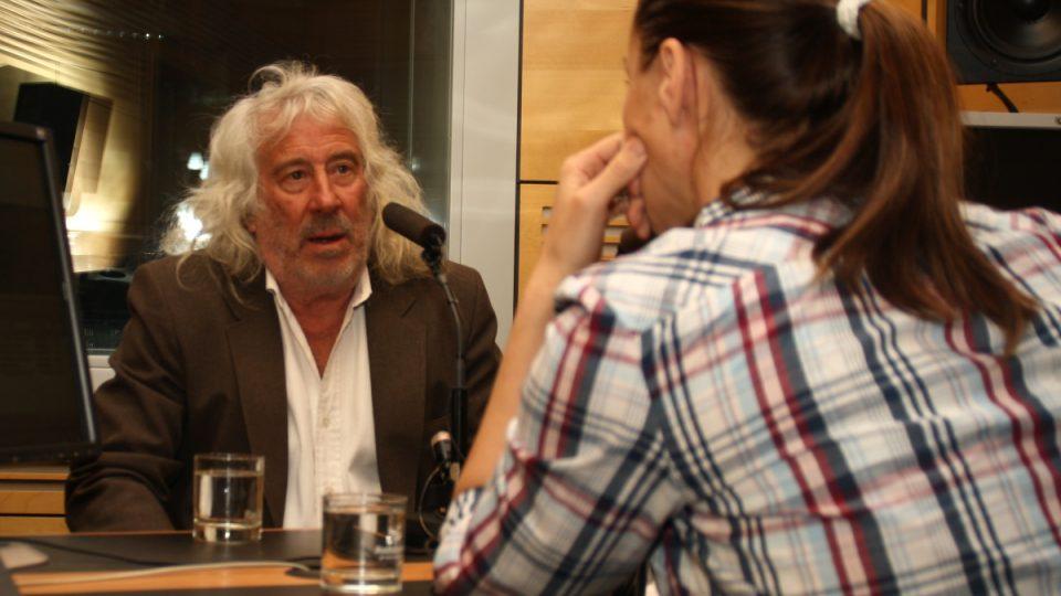 Architekt Michael Reynolds s moderátorkou Lucií Výbornou
