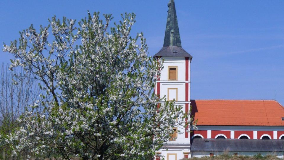 Kostel sv. Markéty v Podlažicích na jaře