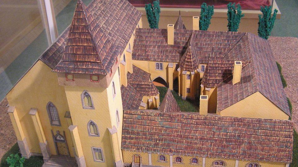 Model benediktinského kláštera v Podlažicích v expozici Městského muzea v Chrasti