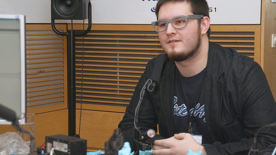 Josef Průša ve studiu Radiožurnálu