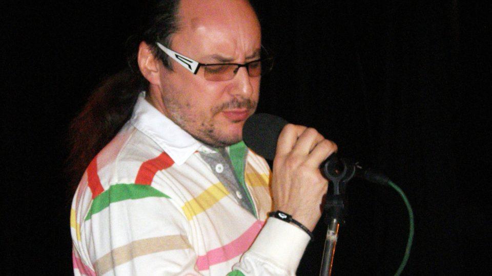 Marián Vojtko zpívá