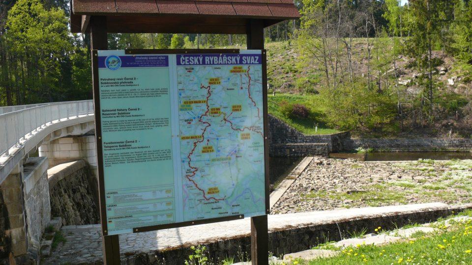 Informační tabule u přehrady Soběnov