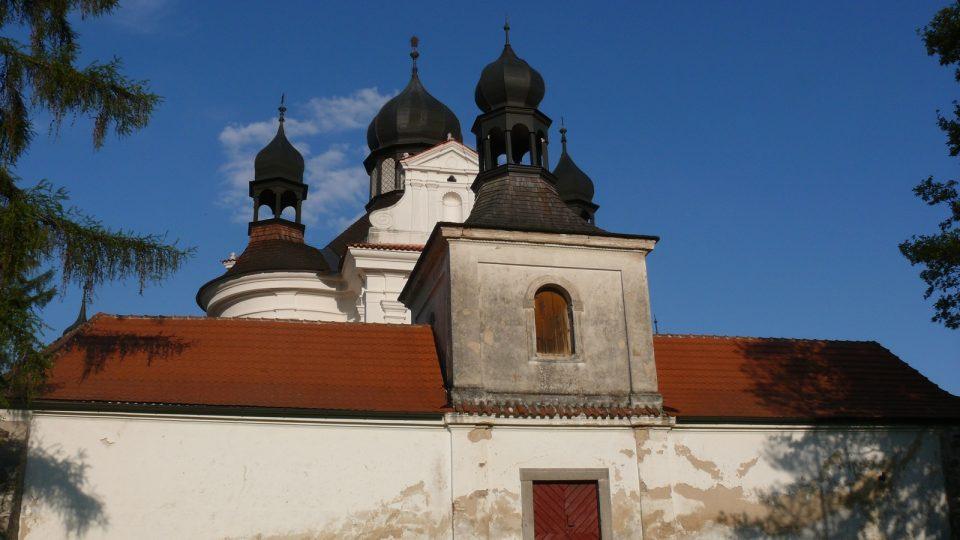 Barokní poutní kostel Svaté Trojice na Přírodní naučné stezce Trhovosvinensko