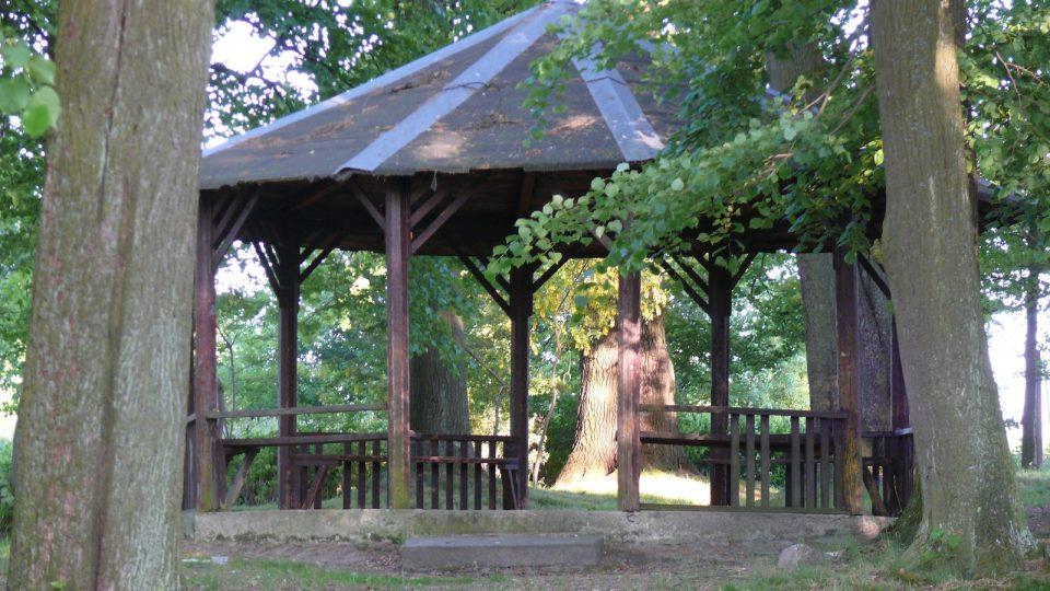 Weisserův park, jedno ze zastavení na stezce