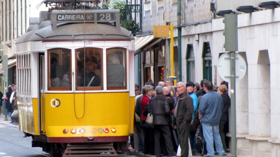 Lisabonská tramvajová linka číslo 28 neslouží v době konání festivalu jen k běžné dopravě cestujících