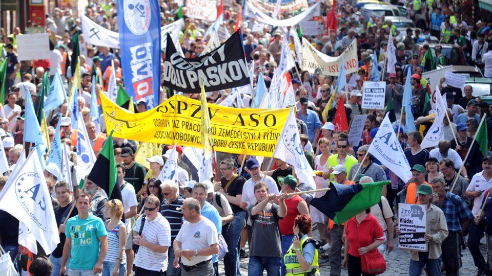 Pochod odborů proti vládním reformám