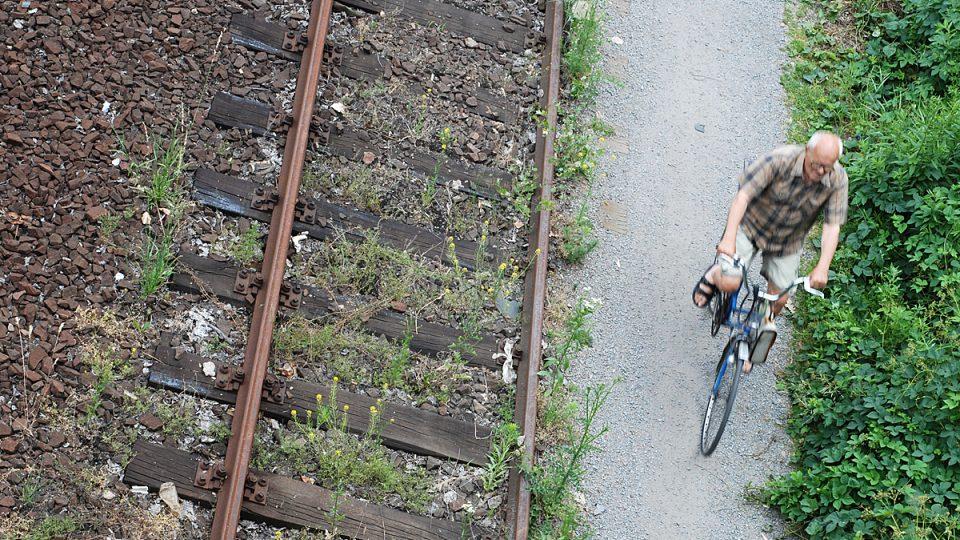 Mnoho lidí vyměnilo vlak za kolo