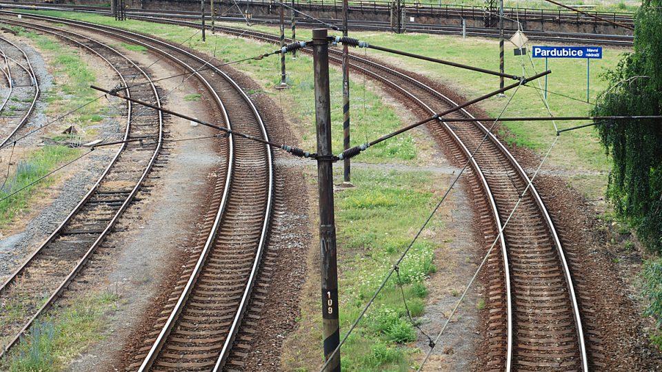 Koleje na pardubickém nádraží jsou dnes prázdné