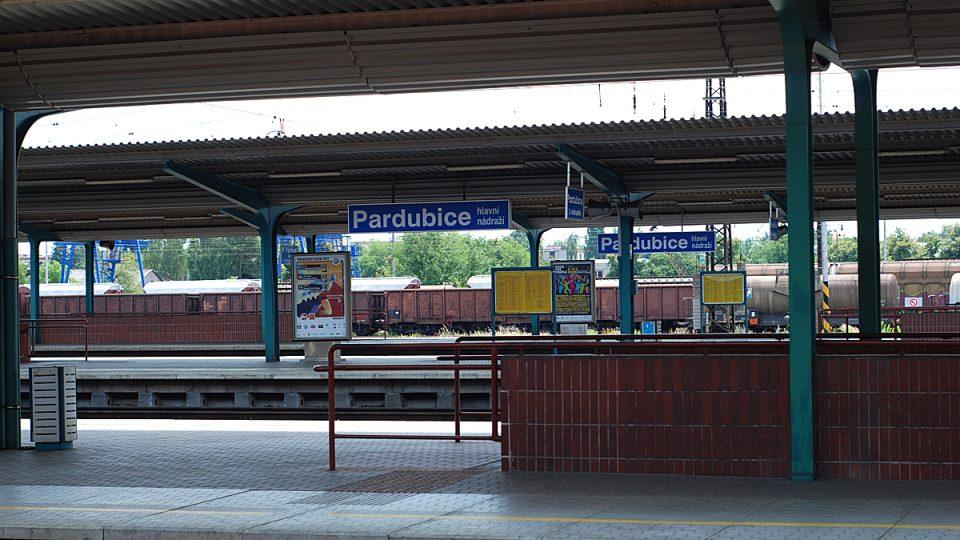 Nezvyklý pohled: pusté peróny pardubického nádraží