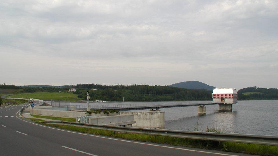 Velký Roudný při pohledu z hráze Slezské Harty
